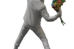 Statuette vue de derrière - Banksy Flower Bomber