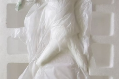 Statuette dans son emballage - Banksy Flower Bomber