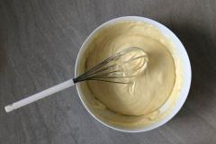 Continuez de mélanger jusqu'à l'obtention d'une pâte lisse et homogène - Recette Cake façon Savane