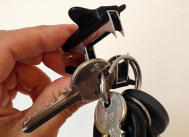 Dégrafeuse pour écarter le trousseau de clé