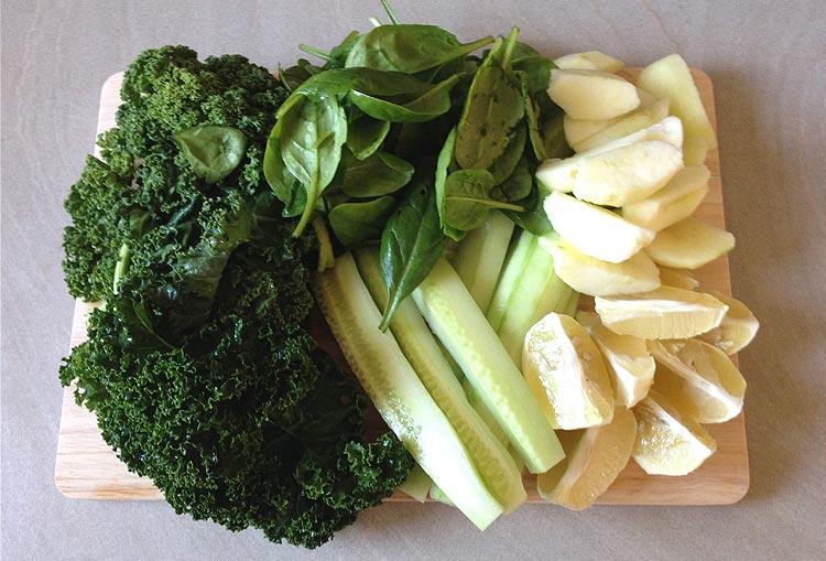 Recette  jus vert : fruits et légumes épluchés