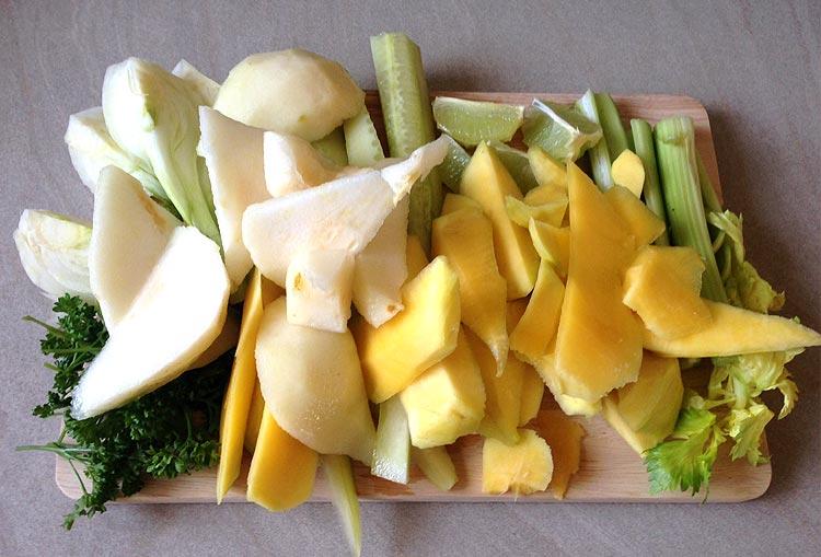 Jus vert : découpage des fruits et légumes