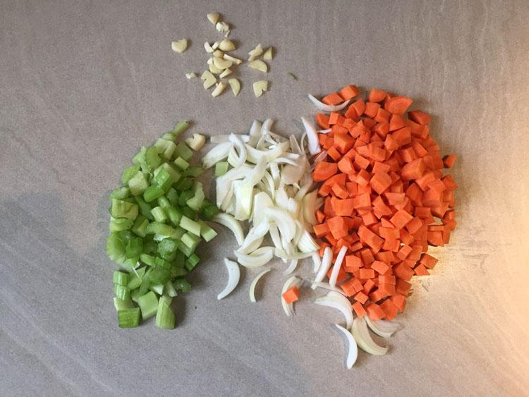 Couper les petits légumes - Osso Bucco Veau